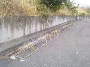 A realidade é bastante distante de qualquer tentativa de promoção do uso da bicicleta. Estes é um exemplo igual a muitos de parques disponiveis em escolas.