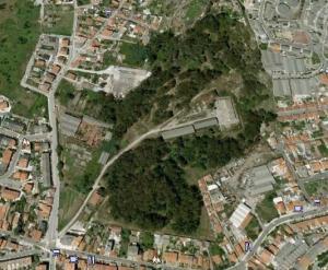 A zona verde e arborizada é a zona onde suponho que estará a ser preparado o terreno para receber a pista de BMX de Matosinhos.