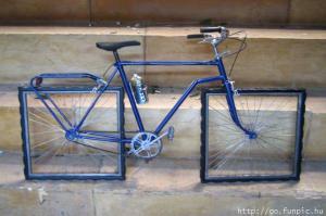 Promoveram a mobilidade, mas deixaram as bicicletas com rodas quadradas.