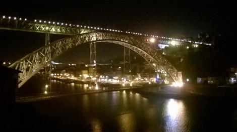 Panorâmica da Ponte D.Luis com a Ribeira do Porto como fundo. (Foto tirada de Vila Nova de Gaia)