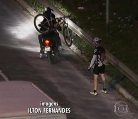Bikejacking, é quando o praticante é abordado em cima da bicicleta e por norma há recurso a violência, ou persuasão violenta para concretizar o roubo.